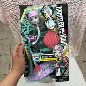 Monster High Lagoona Blue SURF TO TURF SCOOTER